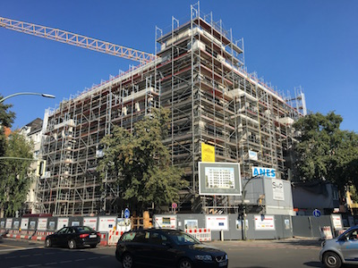 Umbau Mehrfamilienhaus in Berlin mit Gerüsten