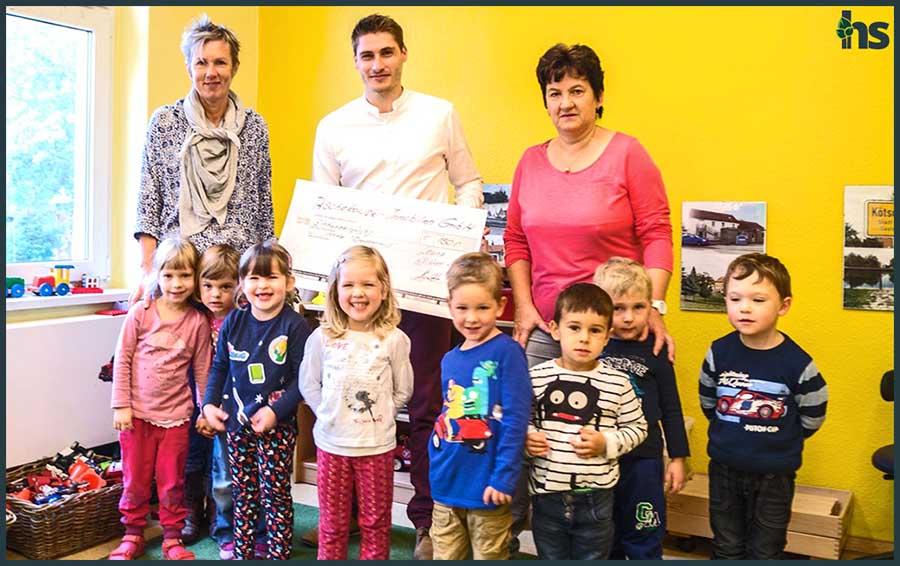 """Spendenübergabe an die Kindertagesstätte """"Drachenburg"""" in Leuna OT Kötschlitz"""