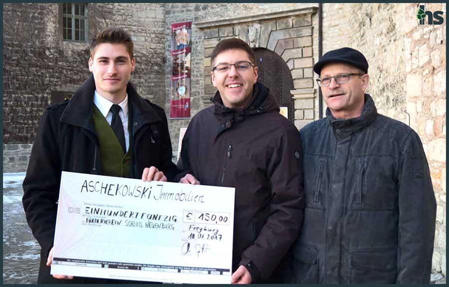 Spendenübergabe auf dem Schloss Neuenburg in Freyburg