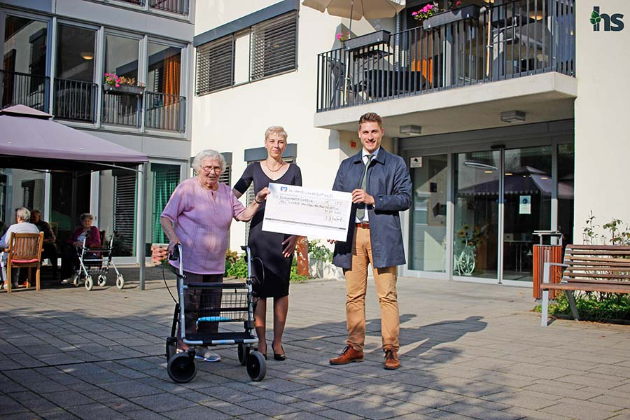 Immobilienmakler spenden 150 Euro an das Pro Civitate in Mücheln Seniorenzentrum am Geiseltalsee