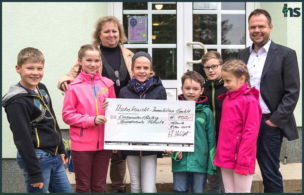 Spendenübergabe an die Grundschule in Tollwitz
