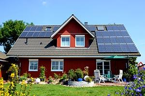 Einfamilienhaus mit roter Holzfassade