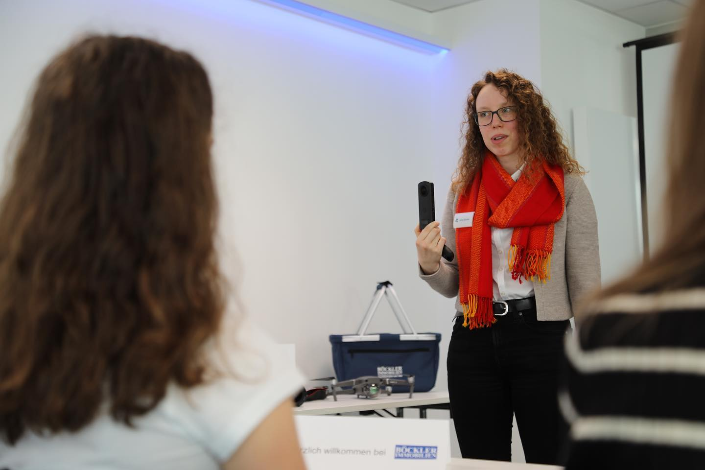 Julia Böckler während einer Schulung in der Böckler Immobilien Akademie