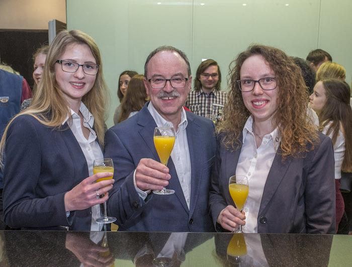 Von links nach rechts: Jessica Dornhoff, Frank Böckler, Julia Böckler.  Foto: Meyer / Pforzheimer Zeitung