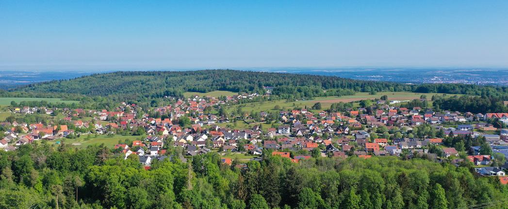 Luftbild Engelsbrand im Enzkreis mit Blück auf Pforzheim