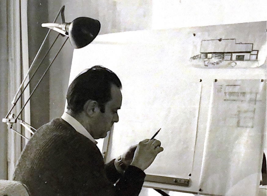 Architekt Helmut Böckler am Zeichenbrett