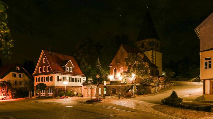 Rathaus und Anthonius Kirche Engelsbrand Rathausplatz