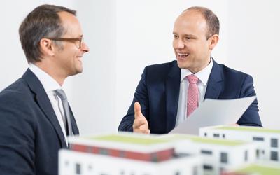 albfinanz in Kooperation mit Christoph Landgraf Immobilien e.K. Gemeinsam bieten wir Qualitätsarbeit. Partnerschaftlich zum Erfolg! (links Christoph Landgraf, rechts Slobodan Starcevic)