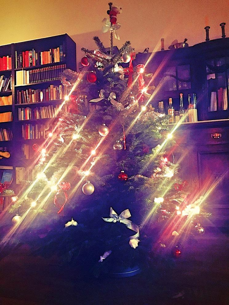 Weihnachtsbaum an der Decke Immobilienmakler