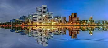 Medienhafen Düsseldorf in der blauen Stunde