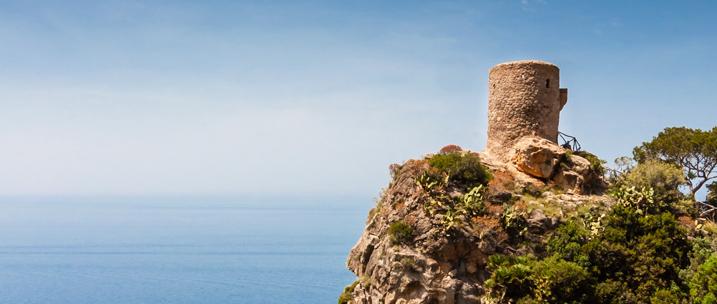Klippe mit Ruine auf Mallorca
