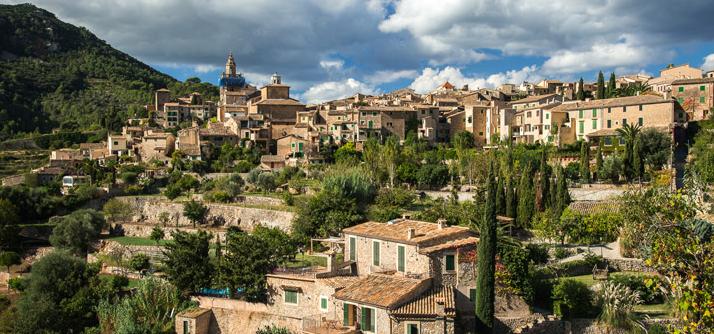 Kleines Dorf auf Mallorca