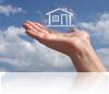 Miniatur Haus auf einer Hand