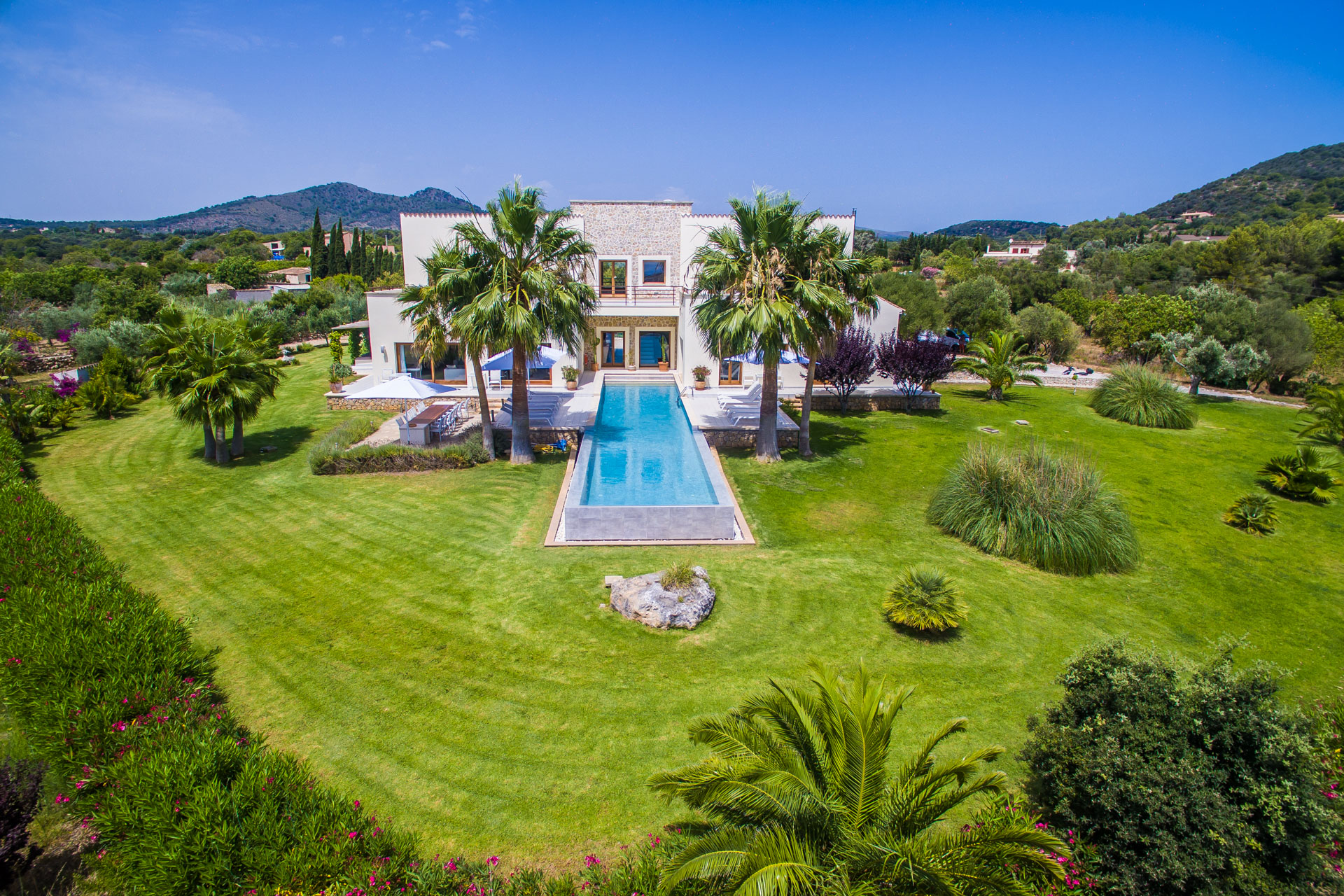 Stunning property with guesthouse, pool, sea views