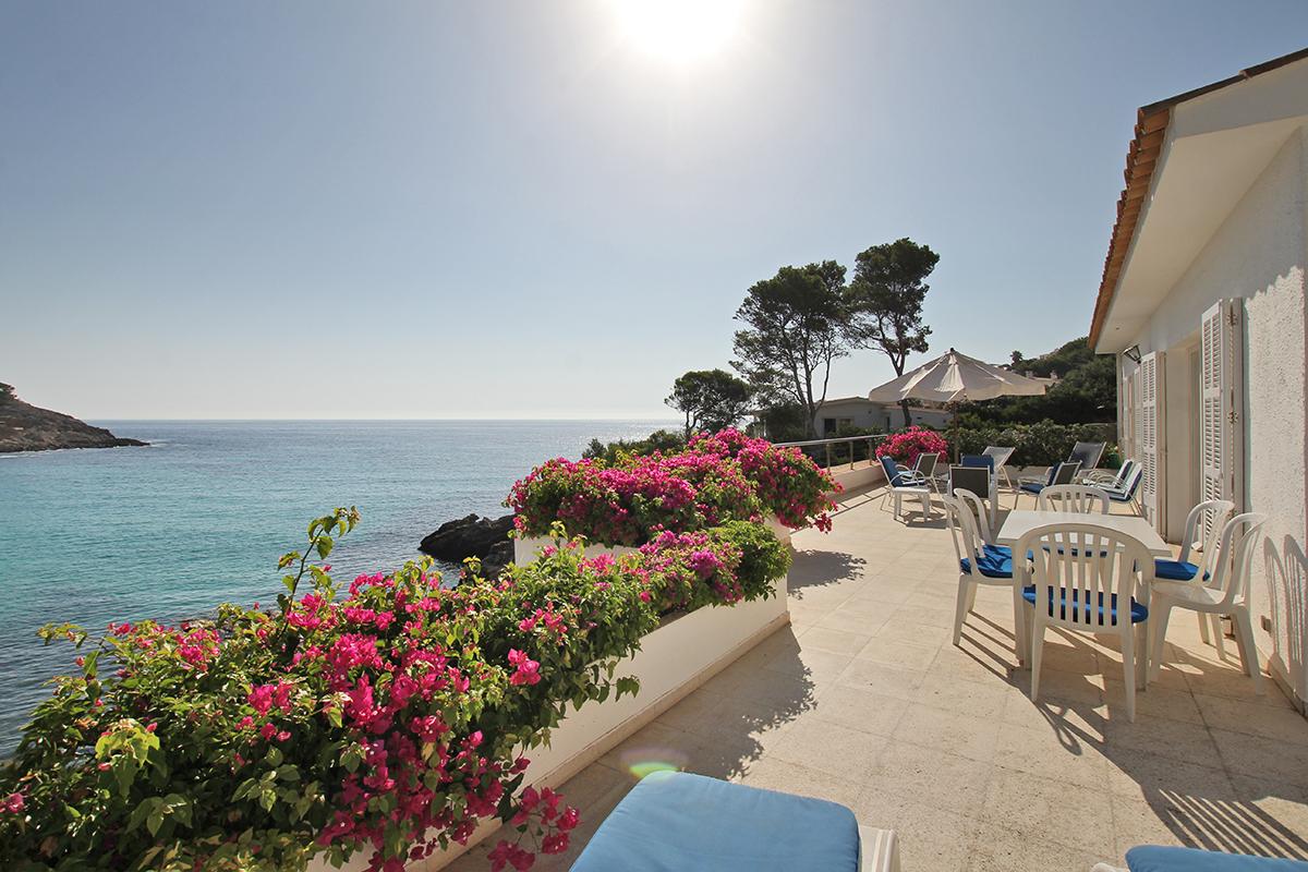 First line sea view villa