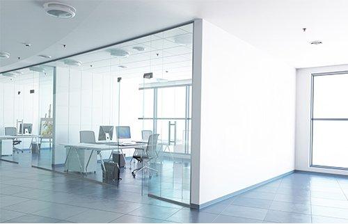 Büroetage mit Glaswänden