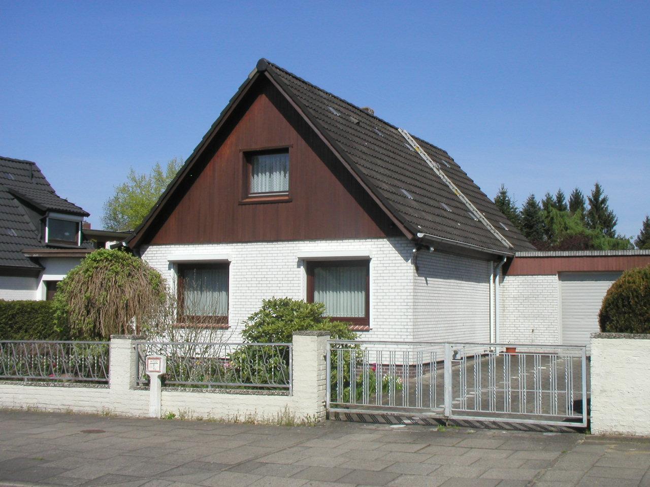 Kleines Einfamilienhaus mit Garage