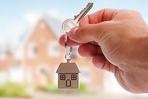 Schlüssel mit einem Haus als Anhänger