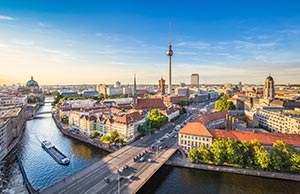 Berlin Skyline mit Spree