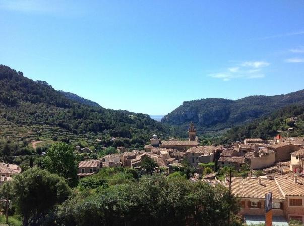 Valdemossa auf Mallorca - Blick auf Immobilien im Dorf