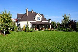 Einfamilienhaus mit großem Rasen