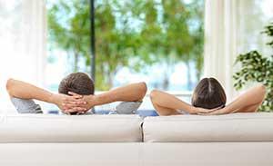 Paar ruht sich aus