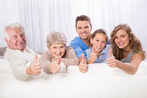 Zufriedene drei Generationen Familie
