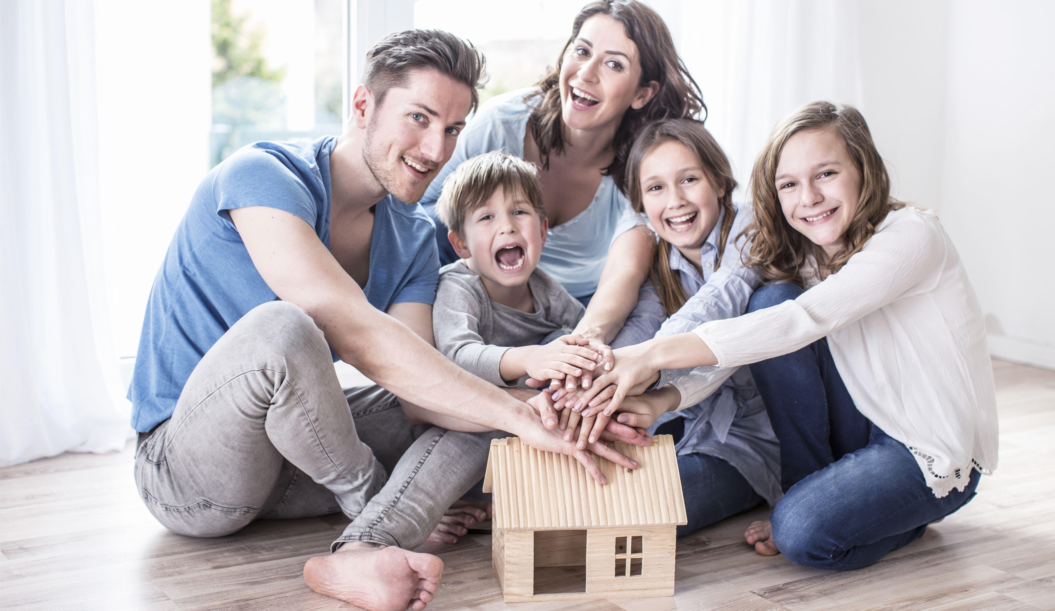 Familie im neuen Haus