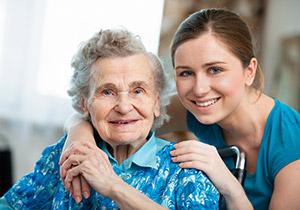 Alte und junge Frau