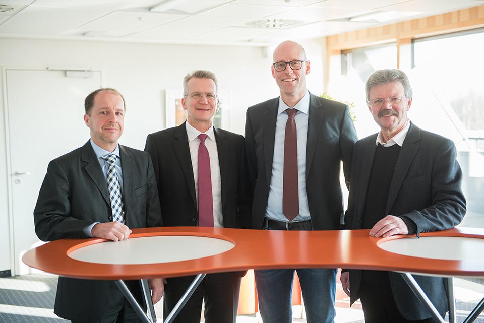 Vorstand der Volksbank eg Delmenhorst Schierbrok und Mitarbeiter der RBS Immobilien