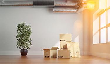 Helle Wohnung mit Umzugskartons