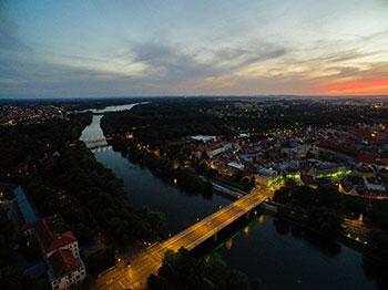 Luftaufnahme von Ingolstadt am Abend