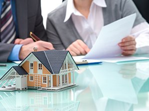 Vertragsunterzeichnung für eine Immobilie