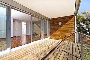 Balkon von heller Wohnung